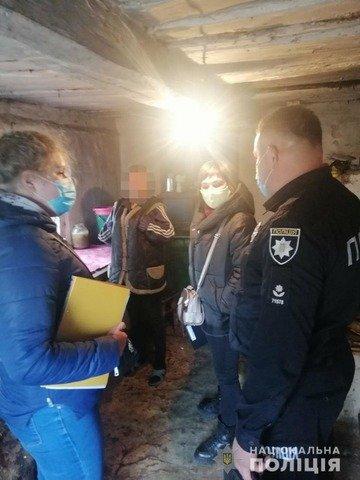 На Житомирщині двоє дітей 7 та 9 років були зачинені наодинці. ФОТО