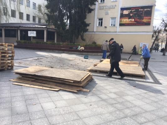 На Михайлівській готують фонтан до відкриття