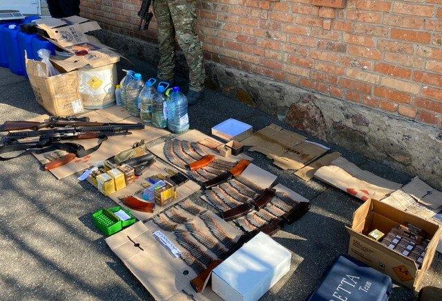 На Житомирщині нелегально збували вогнепальну зброю, боєприпаси та вибухівку. ФОТО