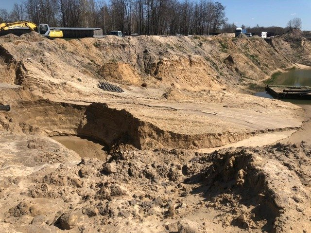 На Житомирщині припинили незаконне видобування піску, яке завдало державі збитків на понад 42 мільйони. ФОТО