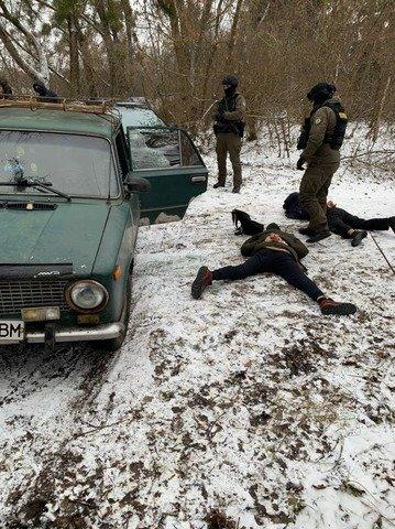 На Житомирщині повідомили про підозру групі осіб, яка виробляла психотропні речовини. ФОТО