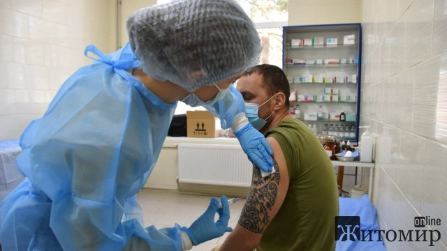 У Новоград-Волинському гарнізоні кількість військовослужбовців, які хочуть вакцинуватися зростає. ФОТО