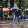 В Україну йдуть дощі та грози: синоптики попередили про негоду