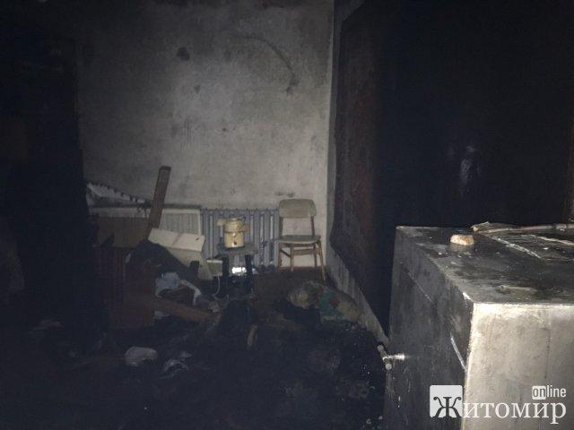 На Леха Качинського в Житомирі горіла квартира в дев'ятиповерхівці: рятувальники виявили тіло чоловіка. ФОТО
