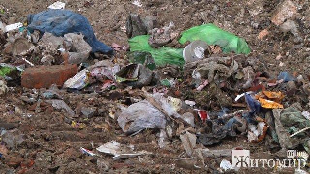 На Житомирщині завершують вивіз львівського сміття, яке незаконно скинули на заводі в Будичанах. ФОТО