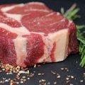 Страви з сирого м'яса дуже небезпечні: лікарі перерахували всі захворювання