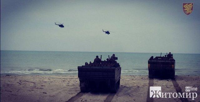 Десантники житомирської 95-ї бригади провели навчання на морському узбережжі. ФОТО