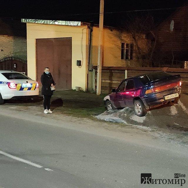 У Житомирі п'яний водій на Mazda влетів у купу будматеріалу. ФОТО