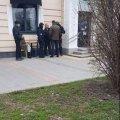 У Житомирі на Житньому ринку сьогодні арештували нелегальних валютників. ФОТО