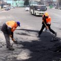 У Житомирі запустили комунальний асфальтний завод і почали ямковий ремонт вулиць. ВІДЕО