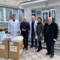 Концентратори кисню та захисні костюми: Володимир Литвин привіз допомогу шести районним лікарням
