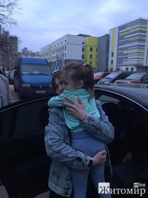 Жительці Коростеня повернули дитину, яку два роки тому викрав колишній чоловік. ВІДЕО