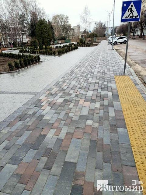 Пішохідна зона та плитка на оновленому новому Бульварі в Житомирі. ФОТО