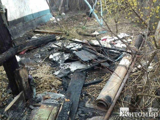 У Житомирському районі бійці ДСНС врятували приватну оселю від повного знищення вогнем. ФОТО