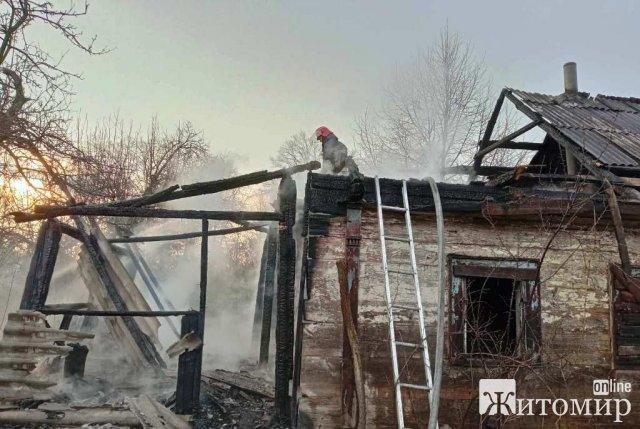 У селі Житомирського району горіла хата-пустка. ФОТО