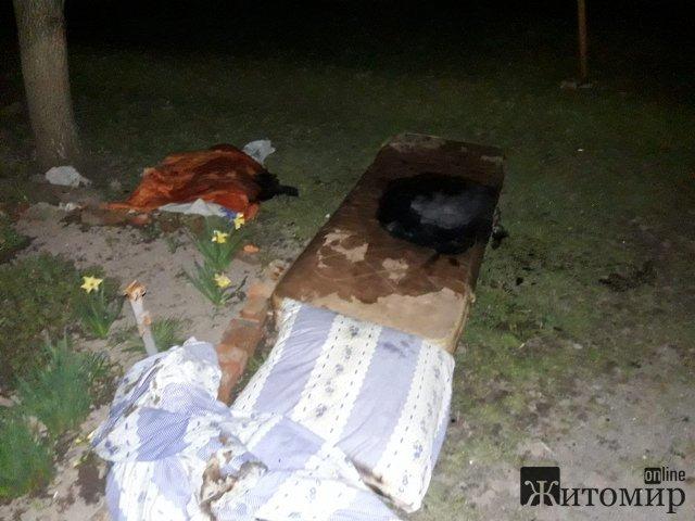 У Новограді-Волинському мешканці багатоквартирного будинку врятували на пожежі чоловіка. ФОТО