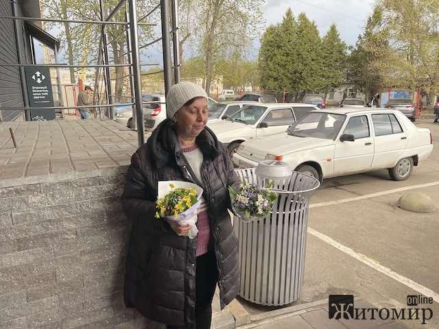 Почому сьогодні у Житомирі перші цьогорічні фіалки? ФОТО