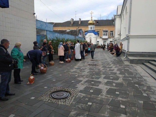 Як житомиряни святили паски у Великодній ранок? ФОТО