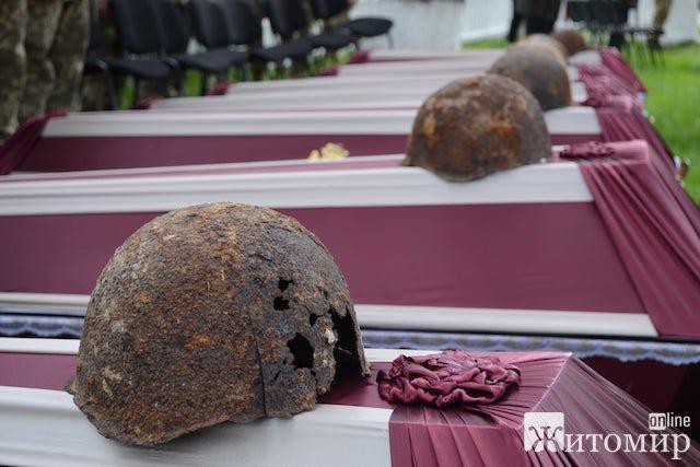 На Житомирщині  перепоховано останки  сотні червоноармійців