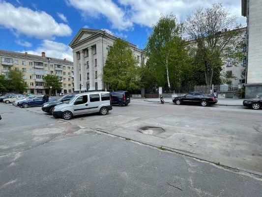 На житомирян чигає величезне провалля неподалік Палацу одружень. ФОТО