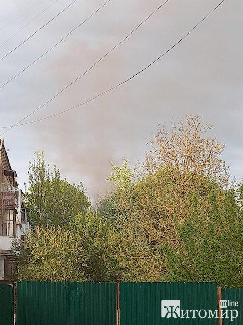 У центрі Житомира горить закинута будівля. ФОТО. ВІДЕО