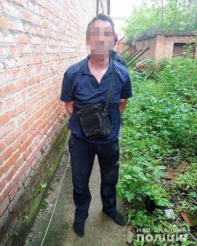 У Житомирі 56-річний чоловік намагався вкрасти металеві будівельні матеріали. ФОТО