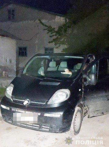 Автомобіль, викрадений у передмісті Житомира, знайшли на Тернопільщині. ФОТО