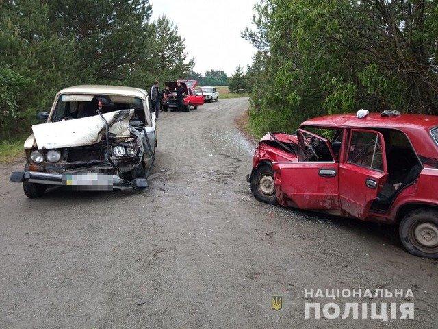 """На Малинщині зіштовхнулись два легковики """"ВАЗ"""": троє травмованих. ФОТО"""