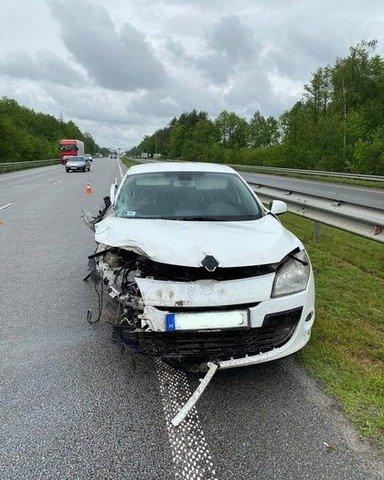 Біля Житомира Renault в'їхав у вантажівку. ФОТО