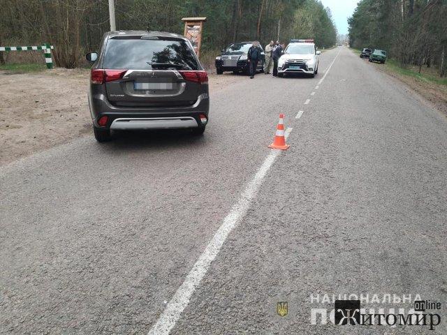 У Житомирській області мотоцикл зіткнувся з Mitsubishi: водія двоколісника госпіталізували. ФОТО