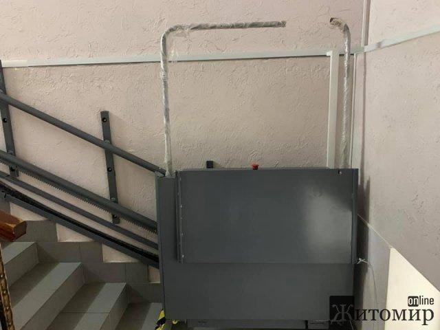 В одному з медзакладів Житомира благодійний фонд облаштовує підйомник для людей з інвалідністю. ФОТО