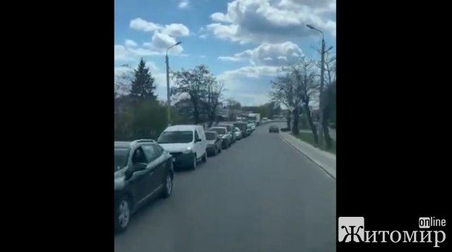 На виїзді з Бердичева утворився кілометровий затор. ФОТО