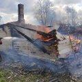 На Коростенщині рятувальники ліквідовують пожежу на території приватного домоволодіння. ФОТО