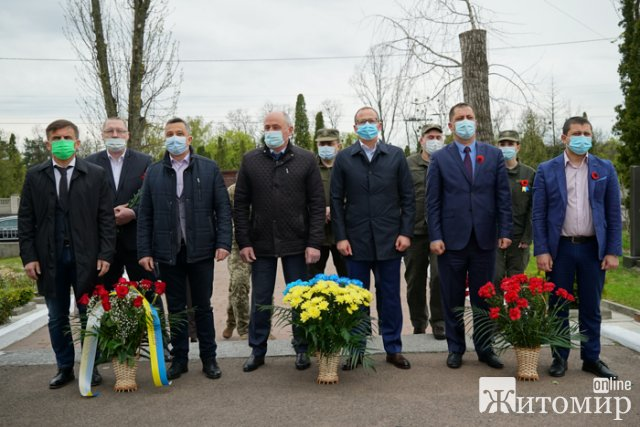 У Житомирі вшанували полеглих Героїв в зоні АТО/ООС. ФОТО