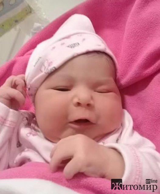 Двойная трагедия: младенец задохнулся под телом матери, которая внезапно умерла во время кормления грудью
