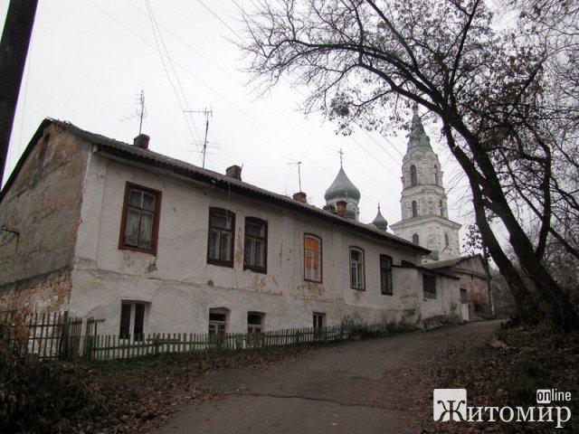 Фото однієї зі старовинних вуличок в центрі Житомира