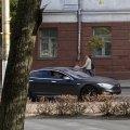 У Житомирі більше місяця їздить автомобіль Tesla без передніх номерних знаків. ФОТО