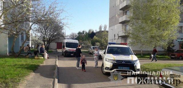 У Бердичеві поліцейські вмовили чоловіка не стрибати з вікна 6-го поверху. ФОТО