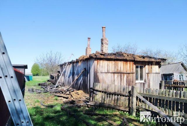 У селі на Житомирщині під час пожежі вибухнув газовий балон. ФОТО