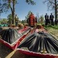 У селі на Житомирщині поховали рештки 37 невідомих воїнів РСЧА. ФОТО
