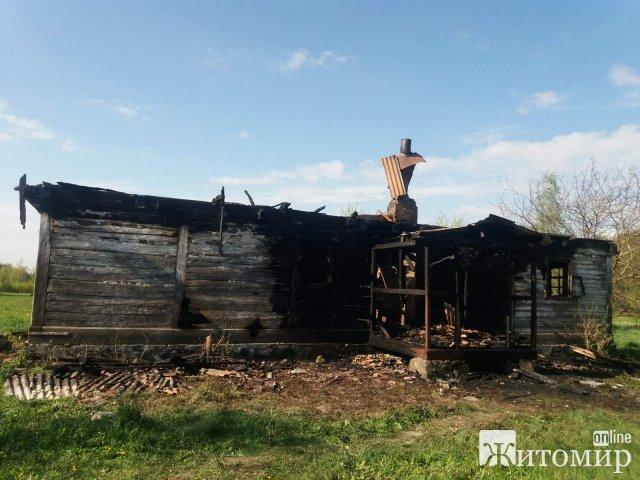 У селі Новоград-Волинського району рятувальники знайшли тіло чоловіка без ознак життя. ФОТО