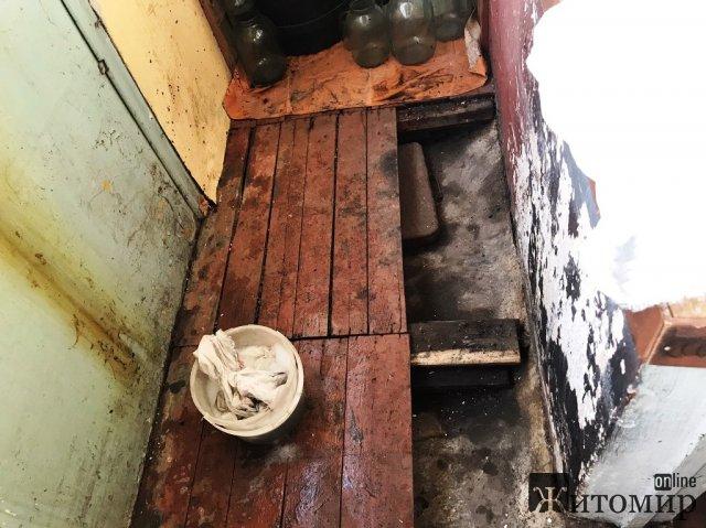У Житомирі вогнеборці ліквідували загоряння на балконі квартири. ФОТО