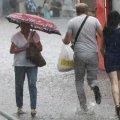 Зливи та град протримаються до кінця доби. Українців попередили про значний рівень небезпеки