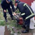 У Бердичеві рятувальники відкачували воду, а в Житомирі прибирали дерево, яке впало на дорогу. ФОТО