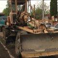 У Житомирі жителі вулиці Дмитрівської скаржаться на комунальників, котрі пошкодили їхній газон. ВІДЕО