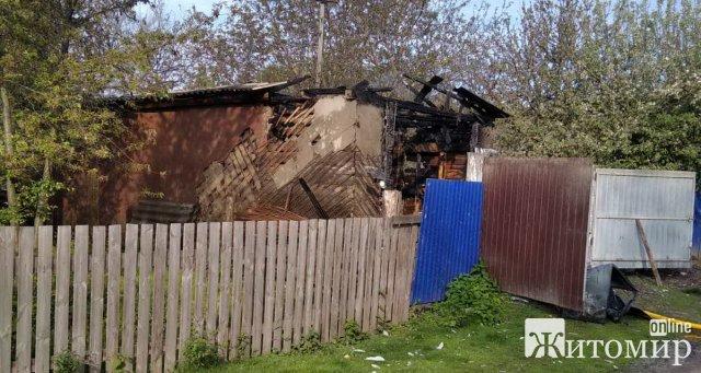 У селах Малинського та Овруцького районів горіли будівлі. ФОТО