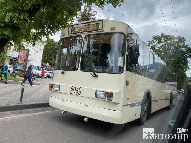 У Житомирі на Київській маршрутка зіштовхнулась з тролейбусом. ФОТО