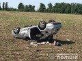 У Бердичівському районі перекинувся автомобіль: троє травмованих. ФОТО