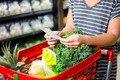 Житомирянин протягом місяця переклеював у магазині цінники, щоб купувати продукти дешевше
