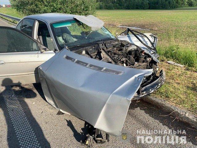 На Житомирщині водій BMW потрапив до реанімації через зіткнення з вантажівкою. ФОТО